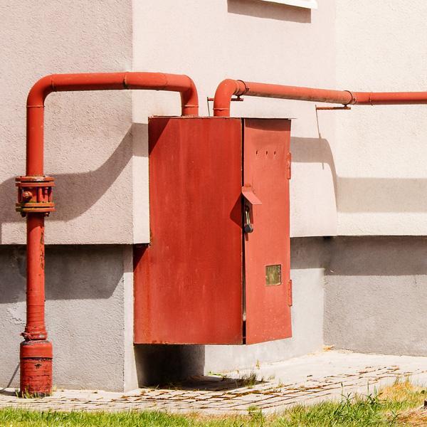 szafka zwęzłem gazowym nazewnątrz budynku